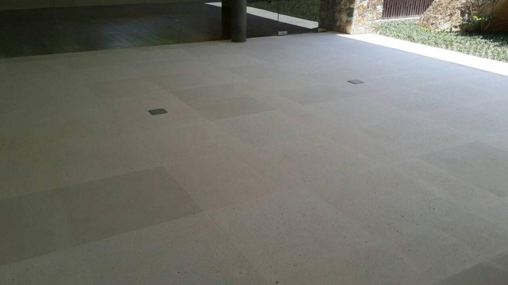 lassic-white-limestone-floor