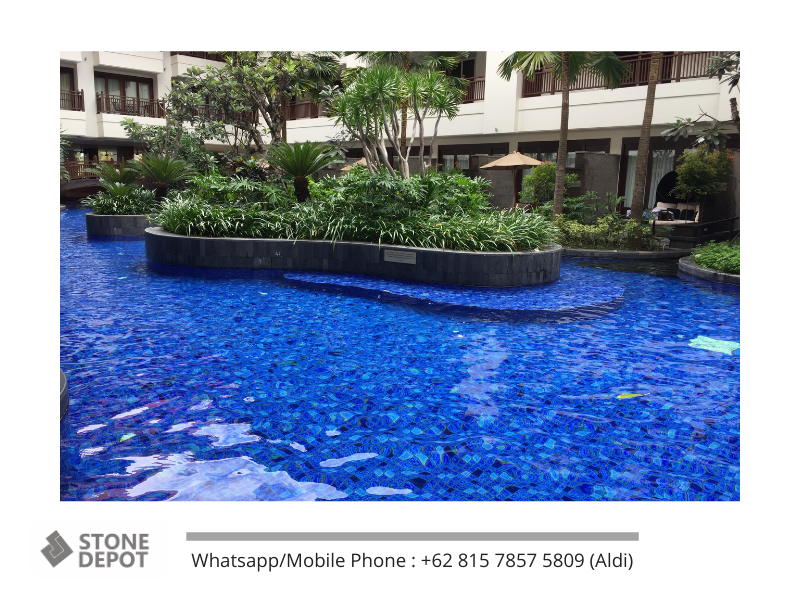 blue-swimming-pool-mozaik-kuda-laut-holiday-inn-resort-bali