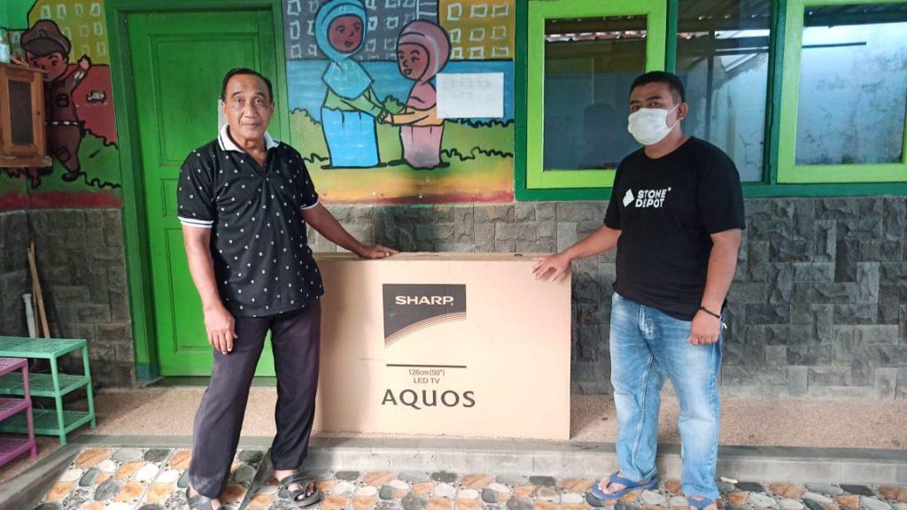 donating-smart-tv-childhood-earlier-education-schools-lengkong-wetan-village